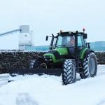 Tractor Deutz Agrotron 150.7 met sneeuwschuif