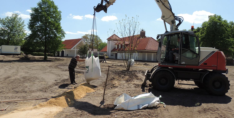 Grondwerk complete tuin rondom woonhuis te Weert