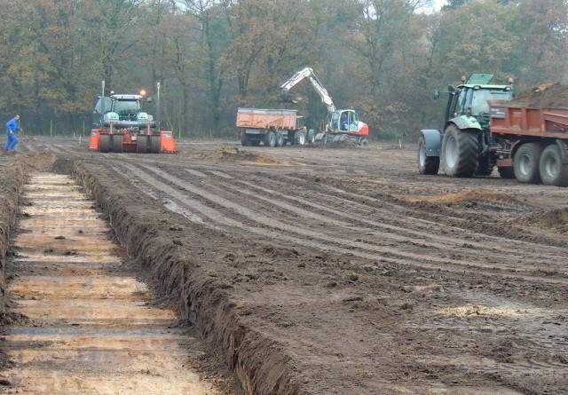 Grondwerk nieuwbouw pluimveestallen te Heythuysen